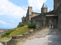 Aude cité de Carcassonne la porte de l'Aude guide du tourisme de l'Aude