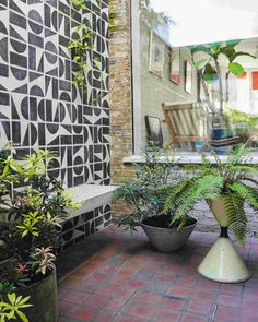 These highlights from garden designer Ula Maria's new book, 'Green: Simple Ideas for Small Outdoor Spaces', prove small can be seriously mighty Garden Tiles, Garden Mural, Back Gardens, Small Gardens, Roof Gardens, Small Outdoor Spaces, Outdoor Tiles, Mediterranean Garden, Vintage Planters