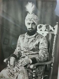 King Of India, Old King, History Of India, Vintage India, India People, India And Pakistan, Traditional Wedding Dresses, Prince, King Queen