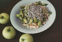 papierówki, avocado, avocado w dwóch odsłonach,sposoby na avocado, słodko, zdrowo, dressing z soku z cytryny i syropu z agawy,pestki sałatka owocowa