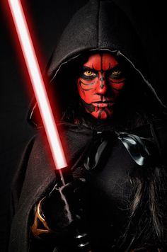 #Cosplayer @LAFModel with an epic makeup job on her Darth Maul