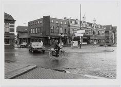 Het Prinses Julianaplein met van rechts naar links de panden 1 t/m 5 en de Bergstraat. Geheel rechts de Arnhemseweg. The Old Days, The Province, Utrecht, Holland, Old Things, Street View, City, History, Nostalgia
