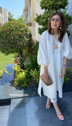 Pakistani Fashion Party Wear, Pakistani Fashion Casual, Indian Fashion Dresses, Pakistani Outfits, Beautiful Dress Designs, Stylish Dress Designs, Designs For Dresses, Simple Pakistani Dresses, Pakistani Dress Design