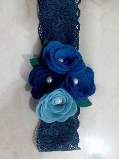 flores de feltro coloridas,pode ser na meia ou na renda!cores: misturas rosa,verde,preta,salmom com laranja. R$ 15,00
