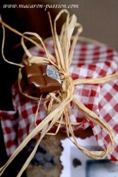 Petit pot de recette « toute prête », biscuits noisette et chocolat + étiquettes à imprimer Biscuits, Pots, Jar Gifts, Homemade Gifts, Macarons, Gift Wrapping, Desserts, Diy, Cookies