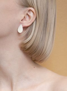 Raindrop silver stud earrings by EevaLovisa. www.eevalovisa.com Lovisa Jewellery, Contemporary Jewellery, Jewelry Design, Stud Earrings, Jewels, Finland, Accessories, Silver, Inspiration