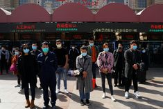 China mourns for coronavirus victims on Qingming tomb sweeping festival - Thomas Peter/Reuters Day Of Mourning, France 24, Asia News, National Health, Homeless People, Famous Landmarks, Wuhan, China Travel, Italia