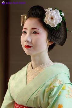 A portrait of the maiko Mamehana of Gion Kobu in Kyoto.