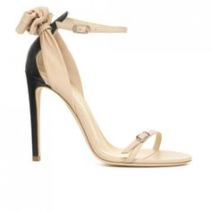 O Hara - Ballin Leather sandal with delicate and soft bow decoration on the  heel. bed45163123