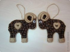 Coffee Bean Art, Coffee Beans, Christmas Crafts, Christmas Decorations, Christmas Ornaments, Holiday Decor, Coffee Crafts, Burlap Crafts, Diy Projects To Try