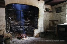 peat fires in old Irish cottages Welsh Cottage, Forest Cottage, Ireland Pictures, Country Fireplace, Cottage Interiors, Design Your Home, Historic Homes, Little Houses, Rustic Style