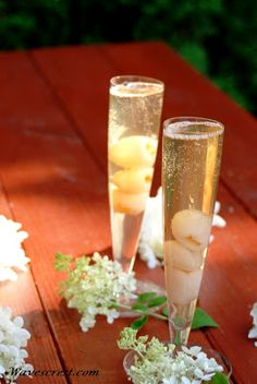 Spring Forward, kick back and  enjoy a nice, cold champagne cocktail... I   whipped this up for the hubby and he loved it. I'm no mixologis...