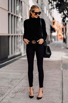 woman with black chenille stand-up collar sweater Black skinny jeans Black . -Blonde woman with black chenille stand-up collar sweater Black skinny jeans Black . Mode Outfits, Jean Outfits, Casual Outfits, Office Outfits, Black Outfits, Casual Jeans, Office Wear, Fashionable Outfits, Warm Outfits