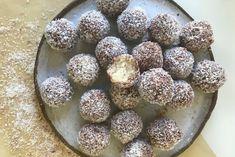 Lamington Bliss Balls Raw Vegan Recipes, Lunch Recipes, Keto Recipes, Cooking Recipes, Cooking Ideas, Paleo, Bliss Balls, Australia Day, Little Cakes