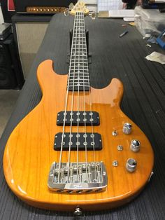 G&L Musical Instruments L-2500 in Honey over Empress, rosewood board