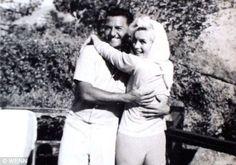 偉人たちの最後に撮られた写真 マリリン・モンロー(Marilyn Monroe、1926年6月1日 - 1962年8月5日)は、アメリカ合衆国カリフォルニア州ロサンゼルス出身の女優。旧名、ノーマ・ジーン・モーテンセン(Norma Jeane Mortensen)。本名、ノーマ・ジーン・ベイカー(Norma Jeane Baker)。20世紀を代表するセックスシンボルとして広く認知されている。