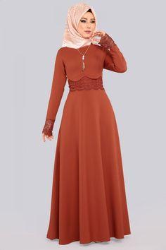 ** YENİ ÜRÜN ** Danteli İncili Tesettür Elbise Kiremit Ürün kodu: MDS2043 --> 109.90 TL Muslim Dress, Hijab Dress, Hijab Outfit, Abaya Fashion, Fashion Dresses, Navy Floral Maxi Dress, Abaya Pattern, Abaya Designs, Plain Dress
