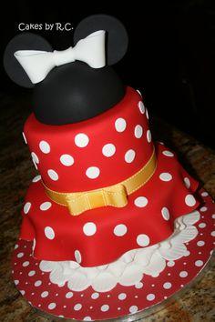 Minnie Mouse Cake - Minnie's dress cake!