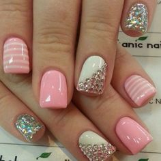 I wish I liked having my nails all pretty and fancy. I'd do this in a heartbeat. So adorable!