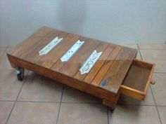 Pallet Coffee Table with #Storage and Casters - 15 Unique Reclaimed Pallet #Table Ideas | 99 Pallets