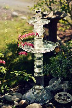 glass birdbath Glass Bird Bath, Glass Vase, Glass Garden Art, Garden Totems, Garden Ponds, Garden Crafts, Garden Projects, Garden Ideas, Outdoor Projects