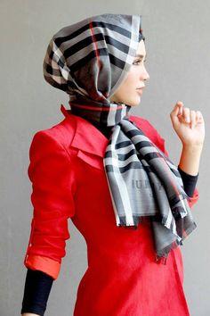 love this plaid scarf!
