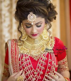 Fulfill a Wedding Tradition with Estate Bridal Jewelry Bridal Hairstyle Indian Wedding, Indian Wedding Makeup, Indian Wedding Gowns, Bridal Hair Buns, Unique Wedding Hairstyles, Indian Wedding Fashion, Indian Bridal Hairstyles, Bride Hairstyles, Engagement Hairstyles