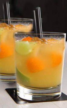 El Citrix es un trago que apareció escrito en un espejo. ¿Querés saber por qué? Y, de paso, guardate la receta para prepararlo en tu casa. Parece caipirinha pero es con vodka y un almíbar especiado. Súper refrescante. http://dixit.guiaoleo.com.ar/casi-caipirinha/
