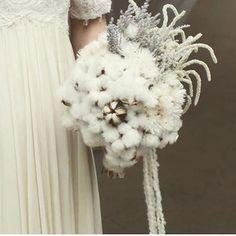 候補だったブーケ フローリストさんに却下される。 #bouquet#ブーケ#コットンフラワー#かわいすぎる#プレ花嫁  お写真お借りしました。
