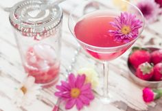 Floral Wine Cocktails - Spring is well and truly here, and that means you need to think of a yummy wine cocktail to enjoy with your friends and also to show off your creativity and flair. What better way to become the center of everyone's spring plans than to be able to make the most delicious wine cocktail in town? This strawberry and jasmine cocktail is wonderfully fragrant, with the addition of the edible flower adding an extra oomph to the drink.