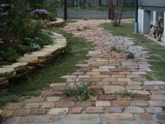 garden walkways diy This amazing solar walkway lights most certainly is an inspiring and top-notch i Flagstone Walkway, Outdoor Walkway, Brick Walkway, Walkway Lights, Walkways, Brick Garden, Garden Paths, Porch Steps, Garden Planning