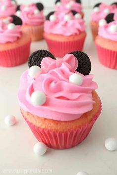 How amazing are these Minnie Mouse inspired cupcakes?!! SUPER EASY to throw together, too! MichaelsMakers Pretty Providence