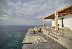 Casa idílica en Grecia, exterior con piscina panorámica. #HomeTour #Grecia #Lujo #estilo #mar #vistas #elegancia #casa #vacaciones #verano