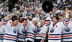 Members of the Edmonton Oilers Bill Ranford, Esa Tikkanen, Mark Messier, Wayne Gretzky and Kevin Lowe celebrate after defeating the Bruins for the 1988 Stanley Cup championship. (David E. Flyers Stanley Cup, Stanley Cup Finals, Stanley Cup Champions, Edmonton Oilers, Meet The Team, A Team, Mark Messier, Hockey News, Cutaway