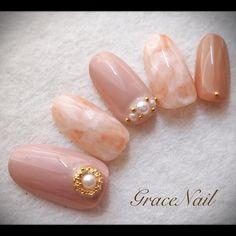 オフィス仕様なベージュ系タイダイ。 #nail #nailart #naildesign #nailinstagram #ネイル #ネイルアート #ネイルデザイン #ベージュ #タイダイ #オフィスネイル #gracenailオータム #gracenailベージュ #gracenailタイダイ Jade Nails, Pink Nails, Gel Nails, Classy Nails, Simple Nails, Japan Nail Art, Office Nails, Wonder Nails, Cherry Nails