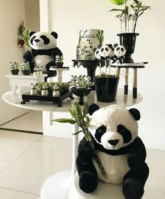 Prepare for panda cuteness, because these panda party ideas will knock your socks off! We are totally loving this new party trend! Panda Party, Panda Themed Party, Bear Party, Panda Birthday Cake, 1st Boy Birthday, Birthday Party Decorations, Party Themes, Party Ideas, Bolo Panda