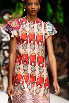 Dolce & Gabbana Spring 2017 Ready-to-Wear Collection Photos - Vogue Fashion Week, Fashion 2017, Runway Fashion, Spring Fashion, Fashion Show, Dolce And Gabbana Sale, Dolce Gabbana, Quirky Fashion, Colorful Fashion