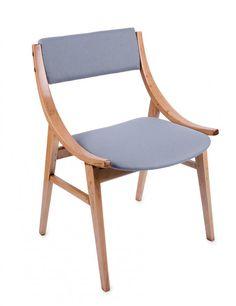Para krzeseł Skoczek, typ 0/200-300 prod. Zamojskie Fabryki Mebli, l. 60. XX w. po renowacji, drewno, obicie wełniane; wys. 73 cm, szer. 47 cm Estymacja: 1 300 - 1 500 zł