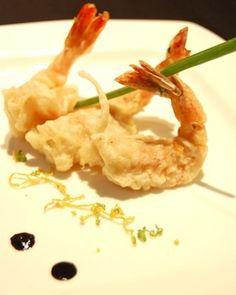 Tempura de camarones es una receta sofisticada elaborada a base de masa tempura y camarones con una salsa de jerez.