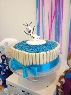 Deliciosa torta para celebración de cumpleaños Frozen