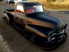Hot Rods 725220346230659839 - Café racer & hot-rod — Bagged Chevy… Source by richardjousseli Bagged Trucks, Lowered Trucks, Hot Rod Trucks, Gm Trucks, Cool Trucks, Hot Rod Cars, Mini Trucks, Diesel Trucks, Lifted Trucks