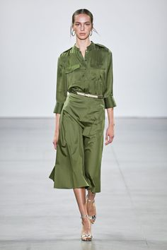 Elie Tahari Spring 2020 Ready-to-Wear Fashion Show Collection: See the complete Elie Tahari Spring 2020 Ready-to-Wear collection. Look 4 Fashion Moda, Fashion Week, Fashion 2020, New York Fashion, Love Fashion, Fashion Show, Fashion Design, Green Fashion, Fashion Beauty