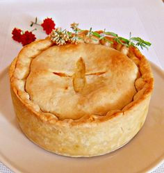 Chicken and Leek Pie-English and Leek Pie Perfect Pie Crust, Good Pie, How To Make Pie, Food To Make, Quiches, Chicken And Leek Pie, Yummy Treats, Yummy Food, Bacon Egg And Cheese