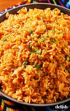 Arroz con Pollo (Spanish Rice with Chicken) Mexican Food Recipes, New Recipes, Vegetarian Recipes, Cooking Recipes, Healthy Recipes, Cooking Icon, Cooking Tools, Spanish Rice Recipes, Best Spanish Rice Recipe