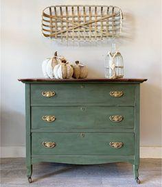 Green Painted Furniture, Vintage Furniture, Green Distressed Furniture, Redoing Furniture, Antique Furniture Restoration, Distressed Dresser, Salvaged Furniture, Painted Bedroom Furniture, Green Dresser