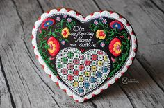 Polish folk art cookie heart by A ja to pierniczę, inspired by Tunde's Creations, posted on Cookie Connection