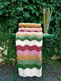 Granny Chevron Blanket by Loving The Vintage, via Flickr