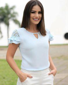 Blusas modern liar women lila en crepe stresh in 2019 Blouse Styles, Blouse Designs, Latifa, Blouse Outfit, Work Attire, Maternity Dresses, Corsage, Modest Fashion, Blouses For Women