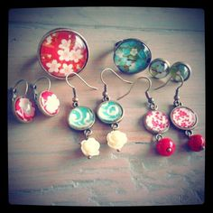 Workshop vintage juwelen maken bij Zahia Gent. Diy Earrings, Leather Earrings, Make Your Own Jewelry, Jewelry Making, Little Presents, Resin Crafts, Beading Tutorials, Diamond Are A Girls Best Friend, Diy Art
