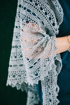 Dew Drops - Free Triangle Crochet Shawl Pattern https://www.ilikecrochet.com/crochet-shawl-patterns/dew-drops-shawl/
